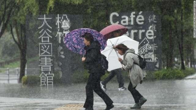 Typhoon Lan reaches Japan, bringing ferocious winds