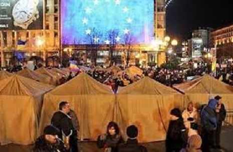 Polşalı deputatlar Maydanda çadır qurmağa başlayıb