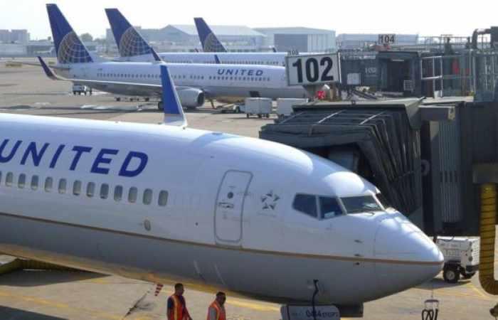 United Airlines borrows $2 billion as coronavirus slams industry
