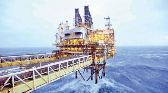 النفط يكسر حاجز 70 دولار كأعلى سعر له في ثلاث سنوات