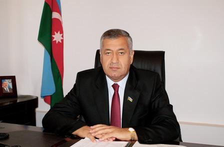Millət vəkili parlamentdə bankları `topa tutdu`