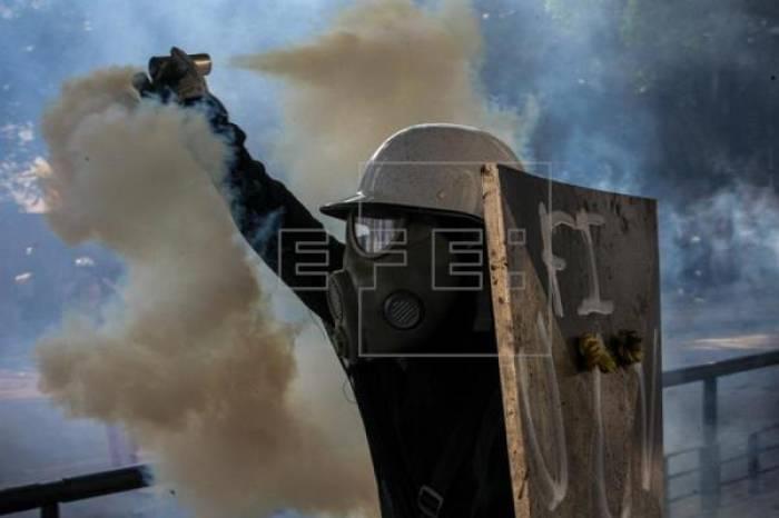 La oposición venezolana mantiene las protestas y Capriles denuncia que no le dejan viajar a la ONU