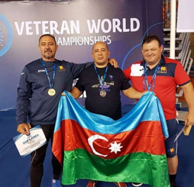 Azerbaijani veteran wrestlers win two world medals