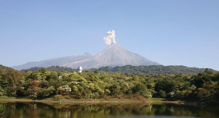 Alerta al máximo nivel por la actividad del volcán Agung en Bali, con al menos 11.000 avacuados
