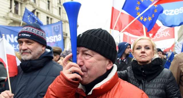 Thousands of protesters hold rally in Warsaw against Polish Justice Reforms