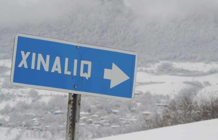 10 Zentimeter Schnee im Dorf Khinalig