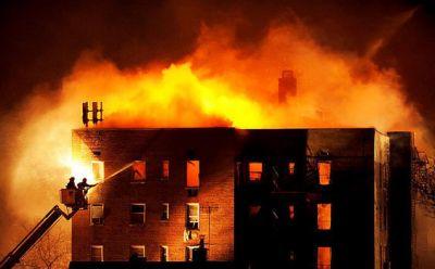 Paytaxtda yaşayış binası yandı
