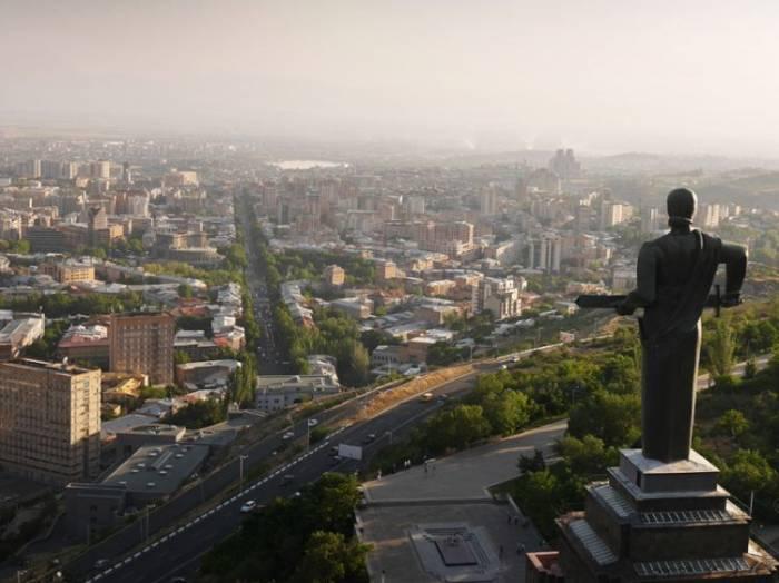 Ermənistanda Qarabağa görə iki nazirlik arasında ziddiyət yaranıb