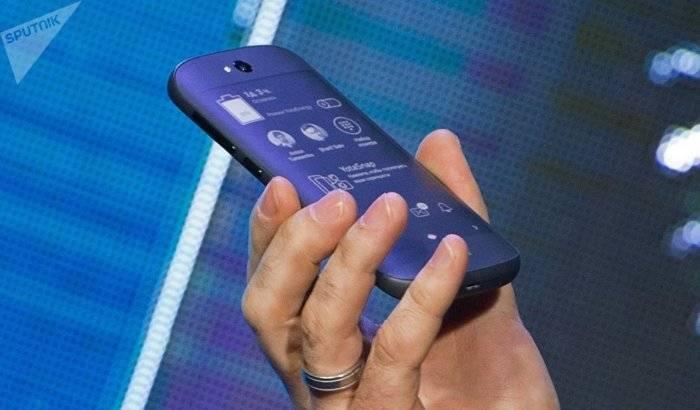 El regreso de YotaPhone: el innovador 'smartphone' de dos pantallas se prepara para conquistar China-VIDEO