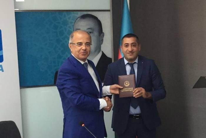 Azərbaycanda 33 yaşlı şəxs professor oldu