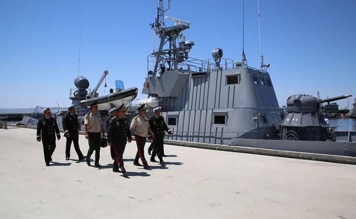Zakir Hasanov inspecciona la disposición para el combate del personal de Marina de guerra- FOTOS