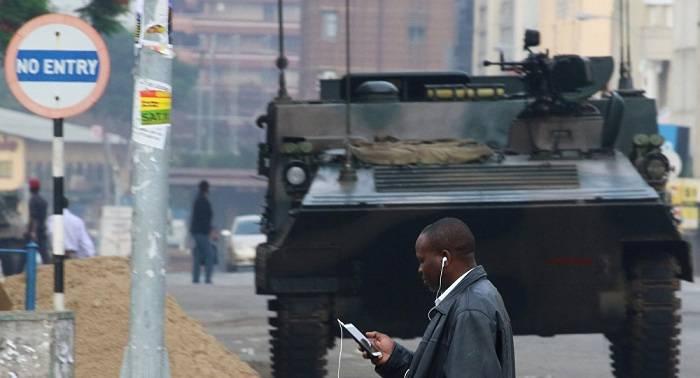 El Ejército zimbabuense detiene a varias personas del entorno del presidente