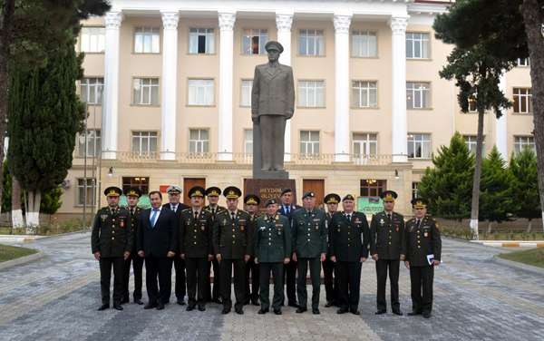NATO generalı Bakıda - Fotolar